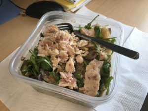 desk-lunch-tuna