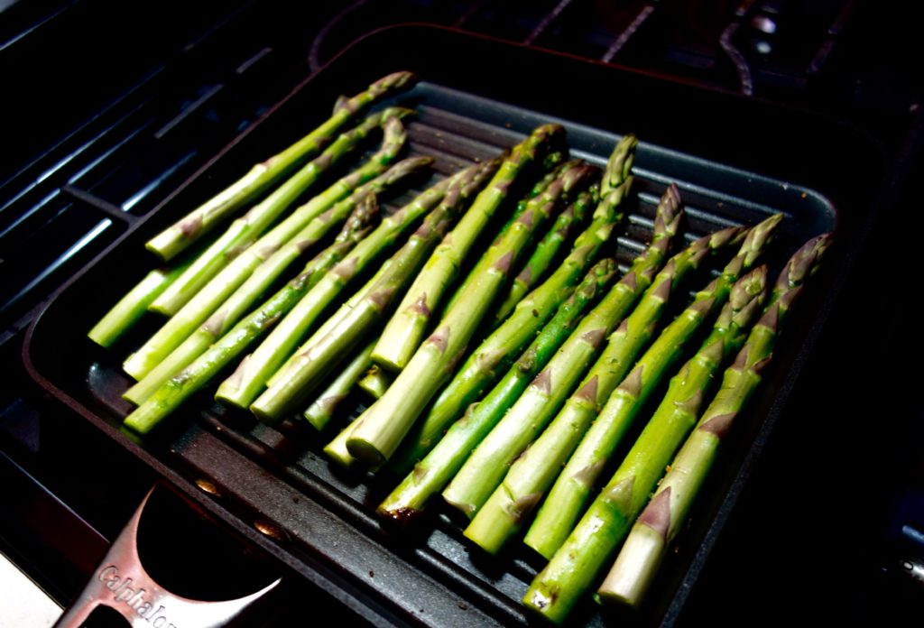 Asparagus Grilling 1024x696 - Easy Ways to Deal with Bloating