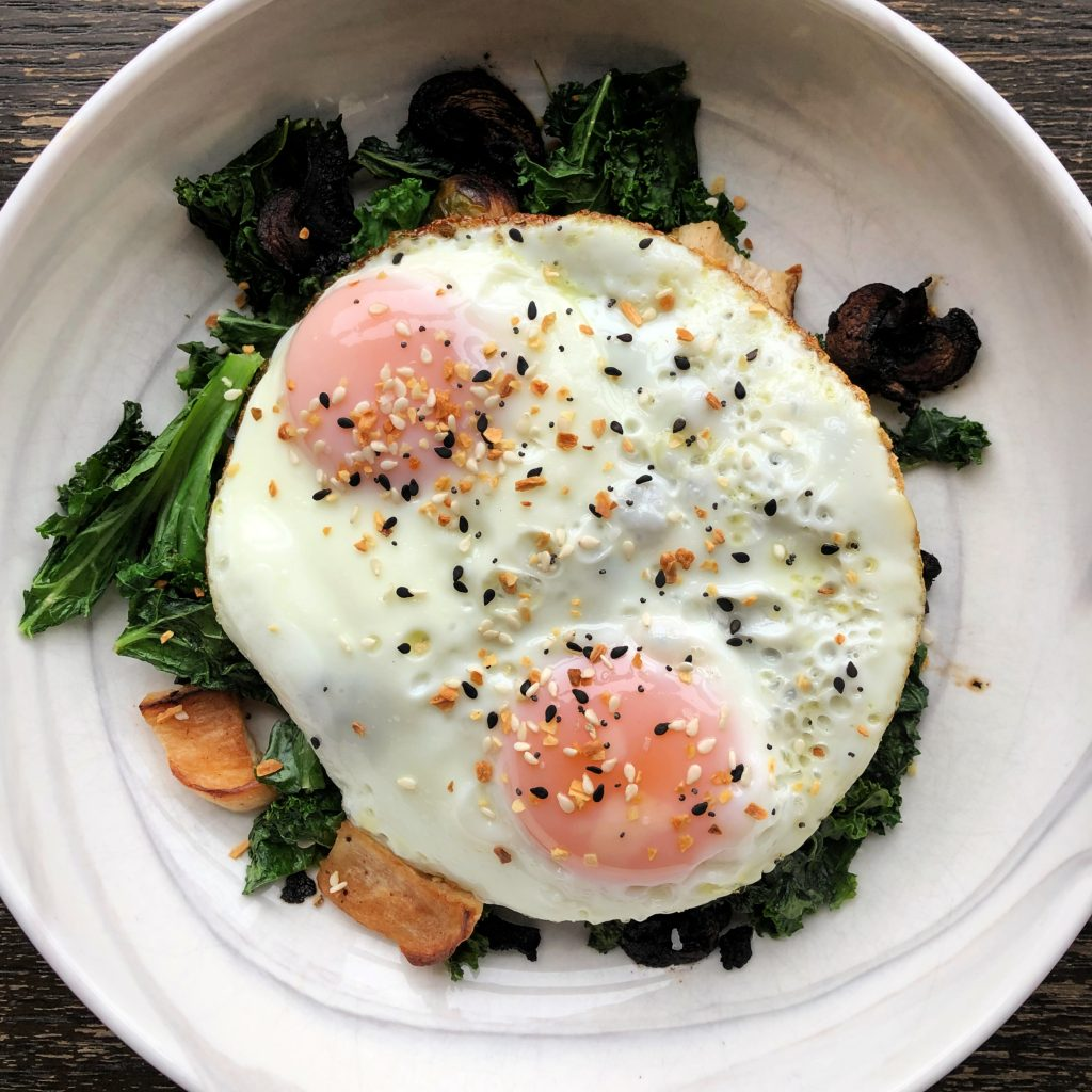 VeggiesAndEggs 1 1024x1024 - The Healthy Quick and Easy Breakfast I'm Obsessed With Right Now